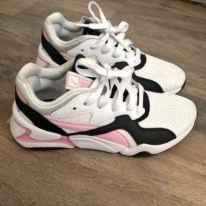 •Puma Sneakers•